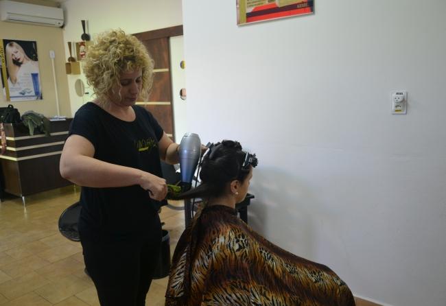 transicao-capilar-exige-muito-cuidado-e-paciencia-explica-cabeleireira