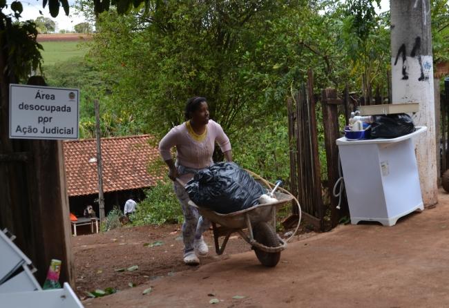 familias-carentes-deixam-areas-de-risco-para-morar-na-cdhu