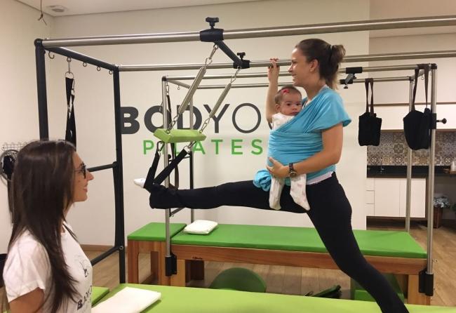 baby-pilates-traz-beneficios-para-maes-no-periodo-pos-parto