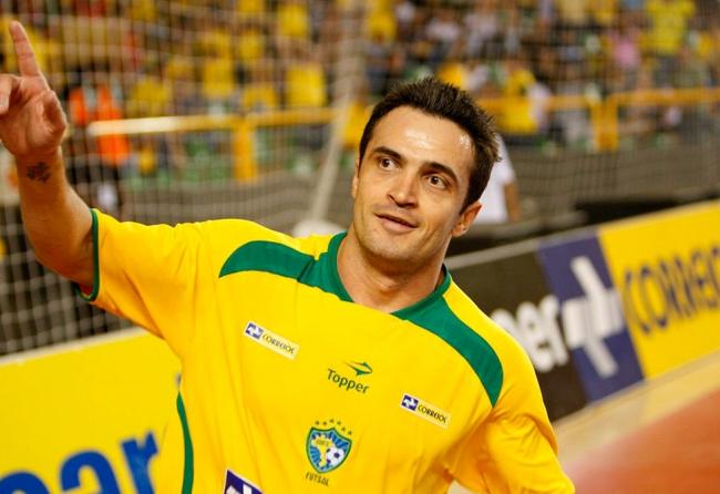 icaicara-realiza-parceria-com-idolo-do-futsal