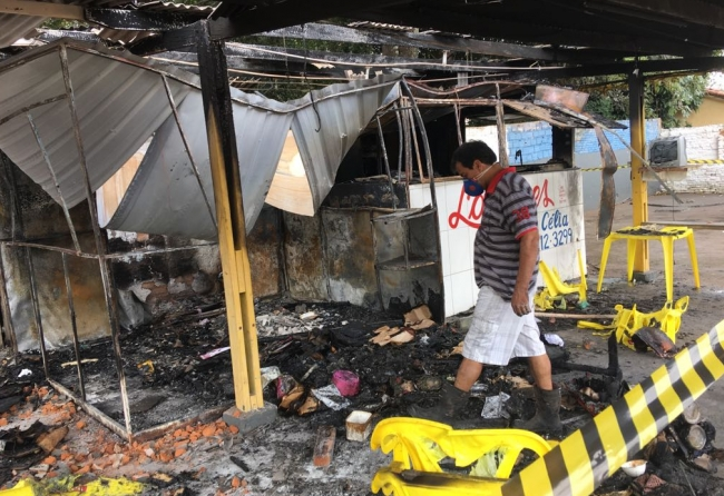 incendio-causado-por-gas-destroi-trailer-no-lanchodromo