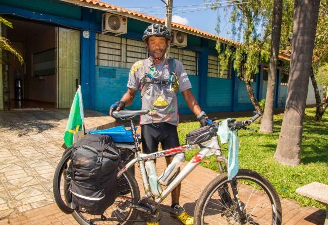 -neguinho-do-asfalto-ja-conheceu-29-paises-em-cima-de-sua-bicicleta