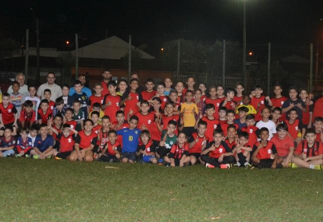 escolinha-de-futebol-mantida-por-sindicato-conta-com-150-garotos