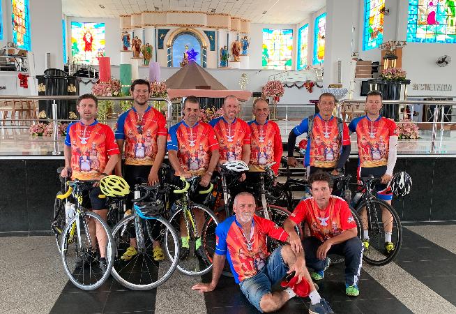 ciclistas-percorrem-900-km-ate-santuario-do-divino-pai-eterno