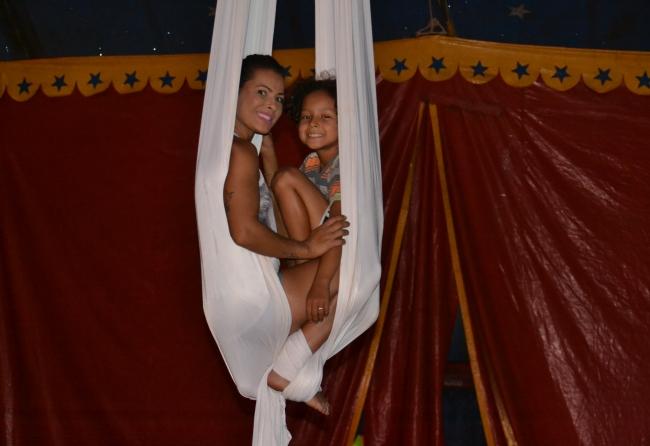 mae-conta-os-desafios-de-viver-com-o-filho-no-circo-mundo-magico