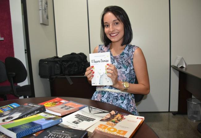 professora-arrecada-livros-para-projeto-de-biblioteca-em-sua-propria-casa