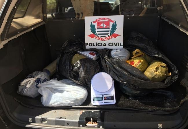 policia-prende-casal-em-frente-a-delegacia-com-23-quilos-de-maconha