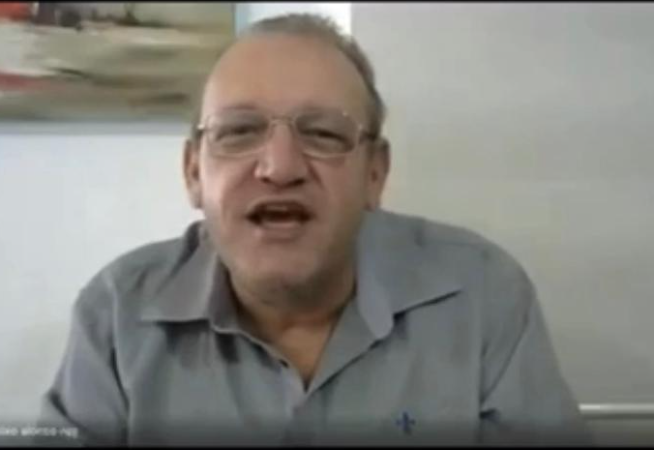 em-outro-video-professor-afirma-que-mulher-que-nao-fica-quieta-leva-mao-na-orelha-