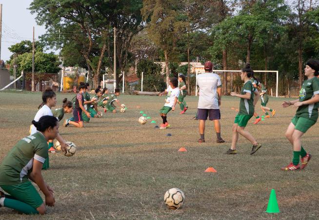 escola-de-futebol-feminino-tem-inicio-em-santa-cruz