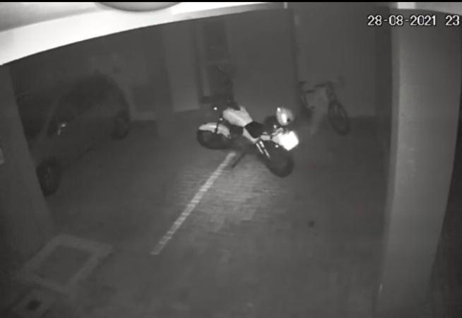 moto-fantasma-anda-sozinha-e-bate-em-carro-de-vizinho-morto-no-pr