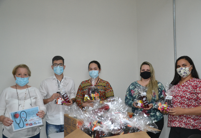 voluntarios-e-empresas-se-unem-para-a-entrega-de-kits-aos-funcionarios-da-santa-casa